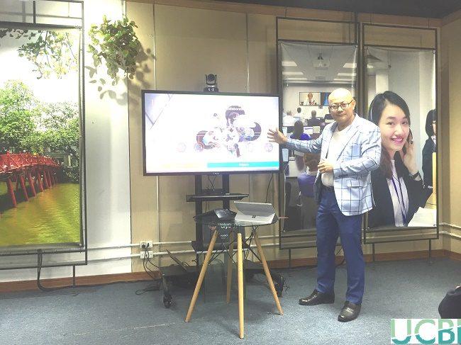 Đại diện Polycom giới thiệu về những cải tiến mới trong sản phẩm Polycom